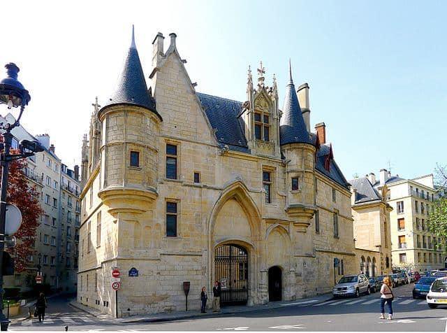 אוטל דה סנס (Hotel de Sens)