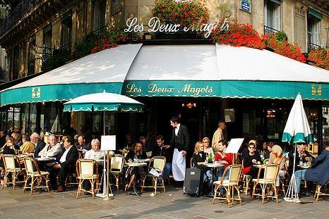 קפה דה מאגו - כאן נהגו לשבת סארטר, בובואר וחבריהם. מקור צילום: ויקיפדיה.