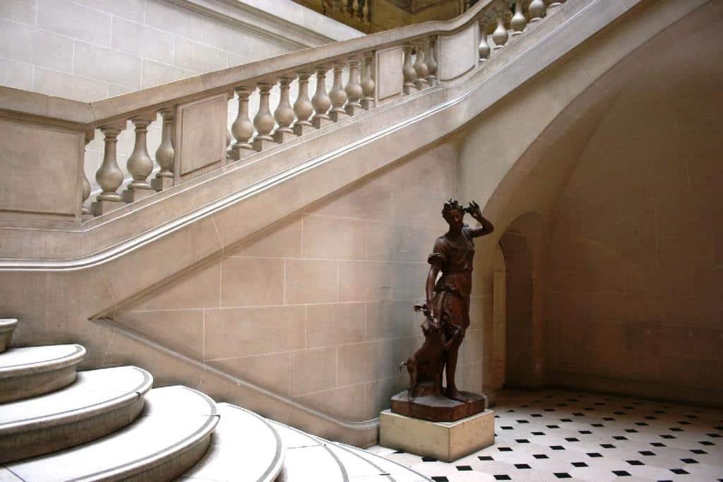 גרם המדרגות של אוטל דה לוין (Luyens), אשר נמצא היו במוזיאון הקרנבלה.