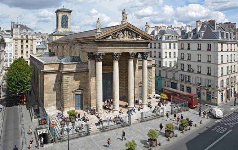 בין קדושה לקדשה* – כנסיית נוטרה דאם דה לורט והנערות העובדות של פריז