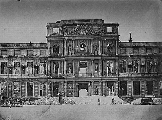 ארמון הטיולרי השרוף. מקור צילום ויקיפדיה.