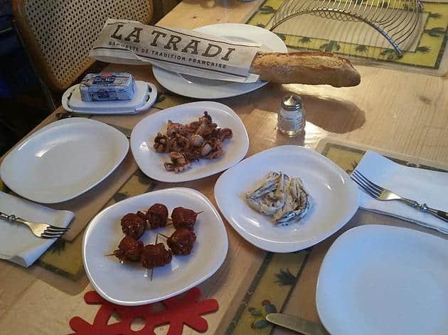 דוגמא לארוחת בוקר שאכלתי בדירה, אשר כולה מבוססת על פירות ים, אשר קניתי בסביבה