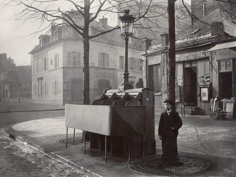 משתנת ווספסיאן בפריז של המאה ה-19. צילם: שארל מרוויל. מקום צילום: ויקיפדיה.
