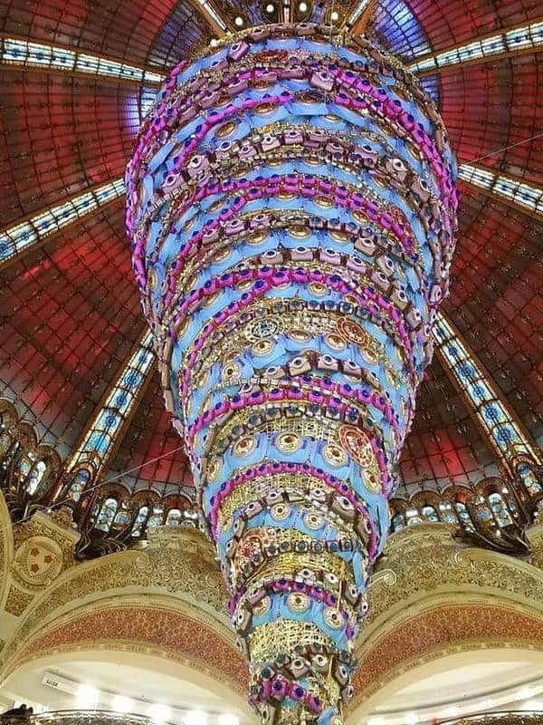טיול מודרך בפריז של חג המולד מהשאנז אליזה ועד גאלרי לאפייט