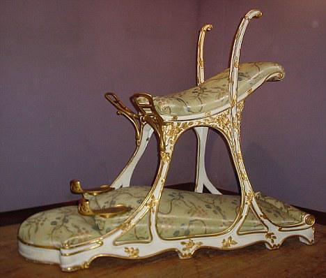 הכיסא שהמציא אדוארד ה-7. מעניין אם אפשר למצוא כזה באיקאה.