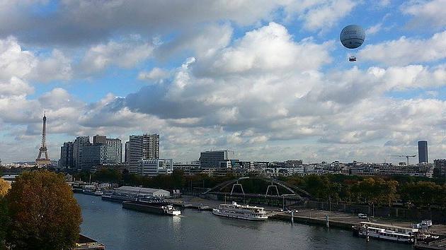 כדור פורח בשמי פריז