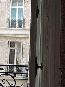 לגור בפריז