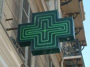 סמל של בית מרקחת בפריז
