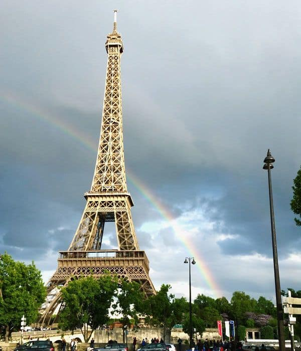 טיול בפריז - קשת שהפציעה בדיוק כשצעדתי לכיוון מגדל אייפל :-)