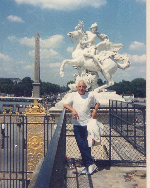 בני אמדורסקי בכיכר הקונקורד - התמונה באדיבותה של עידית נחומי