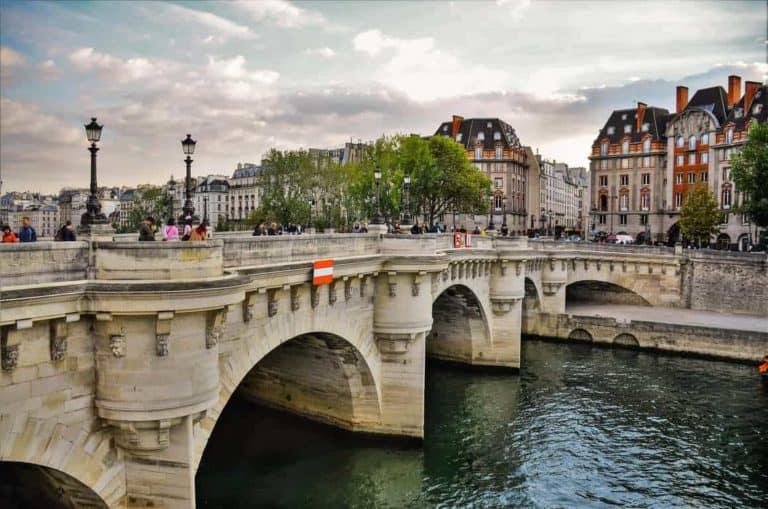 פון נף (Pont Neuf) – הגשר המהפכני ששינה את פריז