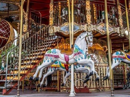 קרוסלה בפריז - צילום Sergey Galyonkin