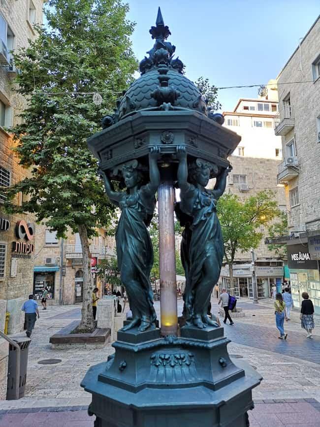 מזרקת וואלס ברחוב בין יהודה בירושלים. צילם: צבי חזנוב.