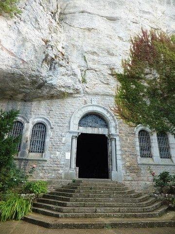 הכניסה למערת Saint Baume - צילמה זיוה רענן