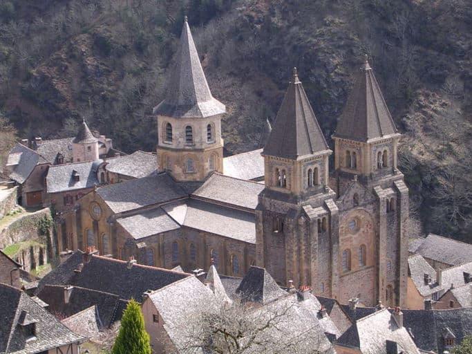 כנסיית המנזר הרומאנסקית