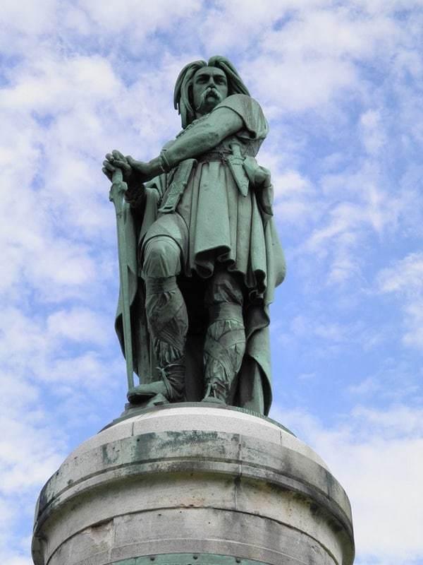 פסלו של ורקינגטוריקס דומה בצורה מחשיד לנפולאון השלישי