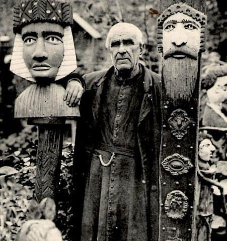 האב פורה עם פסליו