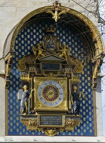 השעון העתיק בפריז