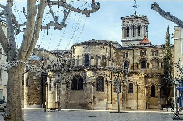 קתדרלת סיינט אפולינר שבכיכר דה קלרק