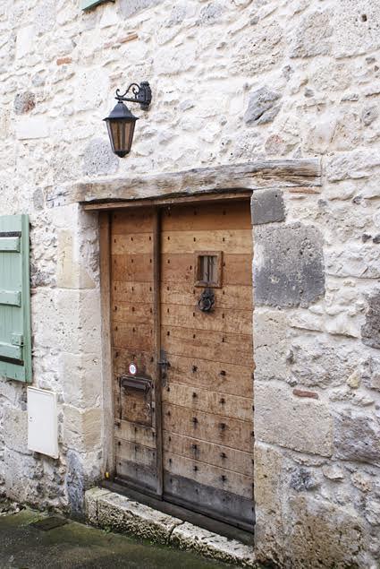 אחד הבתים העתיקים ב Salies-de-Bear