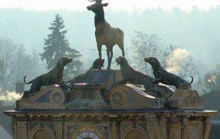 השער של טירת אנט (Chateau d''Anet). מקור תמונה http://www.photodefleur.fr