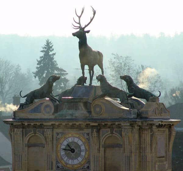 השער של טירת אנט (Chateau d''Anet). מקור תמונה https://www.photodefleur.fr