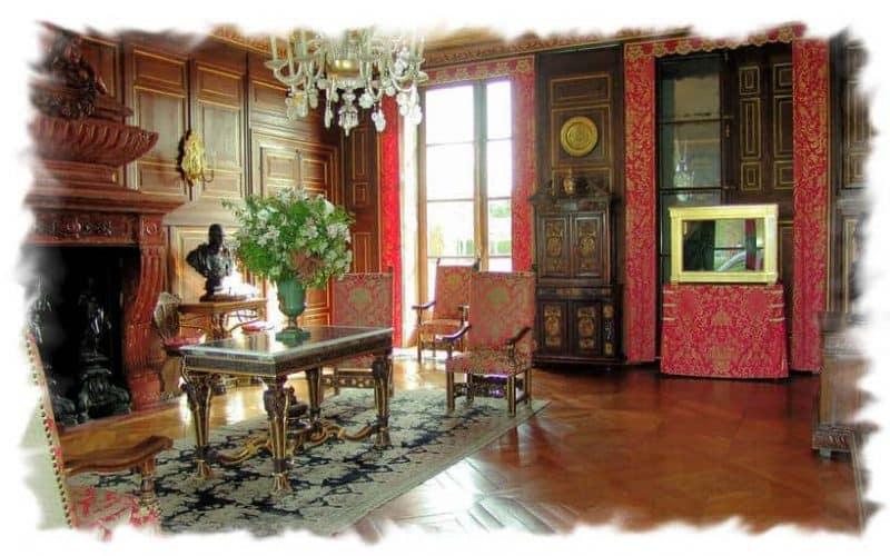 הסלון האדום בטירת אנט (מקור תמונה https://www.photodefleur.fr)