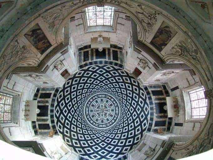 הכנסייה של דלורם - מבט אל הריצפה (מקור תמונה https://www.photodefleur.fr)