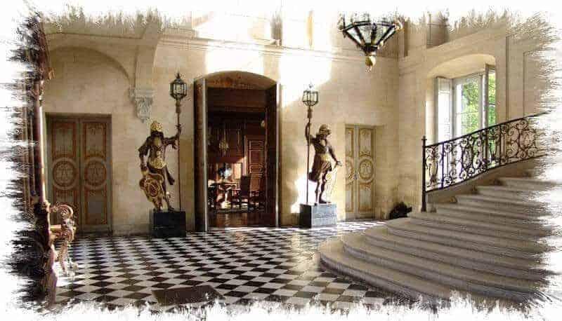 חדר המדרגות המפואר של סזאר דה וואנדום (מקור תמונה https://www.photodefleur.fr).