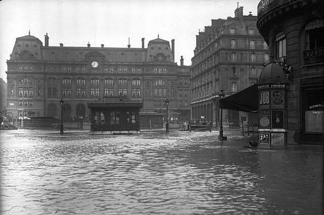 פריז שוקעת: ההצפה בפריז הגיעה עד לתחנת הרכבת סן לזאר (מקור תמונה ויקיפדיה)
