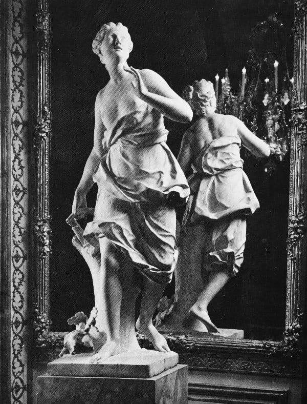 פסל בדמות בת הלוויה של דיאנהקוסטו (גיום הראשון), שיש לבן, 1.78 מ׳ גובה, צרפת 1746 בקירובהנימפה מתוארת בהליכה כשיד ימינה על קרן ציידים ששני קצותיה חסרים.