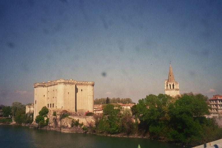 טרסקון - הטירה של המלך רנה, על נהר הרון.