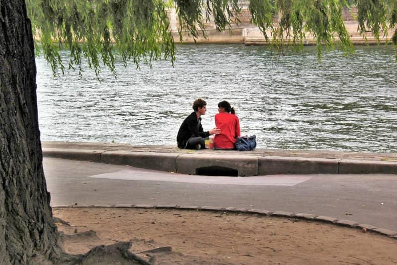 זוג אוהבים על גדות הסיין