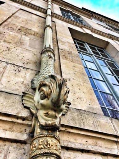 צינורות הניקוז של אוטל דה לוזון (Hotel de Lauzun)