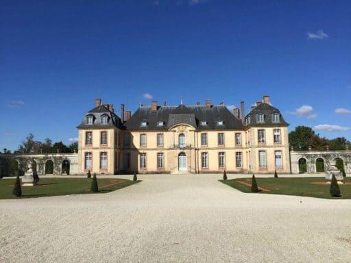 שאטו דה לה מוט-טיאי (Château de La Motte-Tilly) מבט מבחוץ