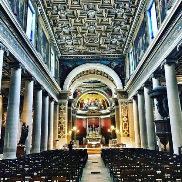 כנסיית נוטרה דאם דה לורט מבט מבפנים. צילם צבי חזנוב