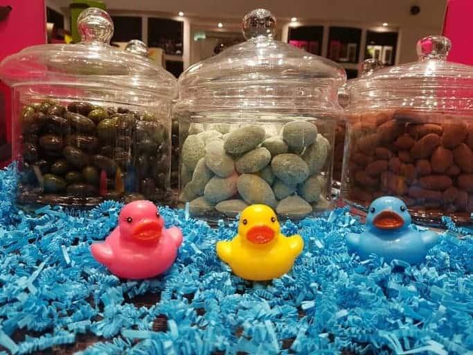 פסחא בפרובאנס – בין ביצים, ארנבים, פעמונים ועוד שוקולדים צבעוניים מאת נורית גאון