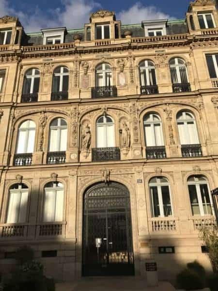 האחוזה העירונית של המרקיזה דה פאיבה בפלאס סן ז'ורז'. צילם צבי חזנוב
