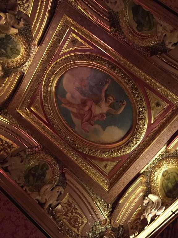 אחד מציורי התקרה באוטל דה לה פאיבה. צילום: רונן סאס.
