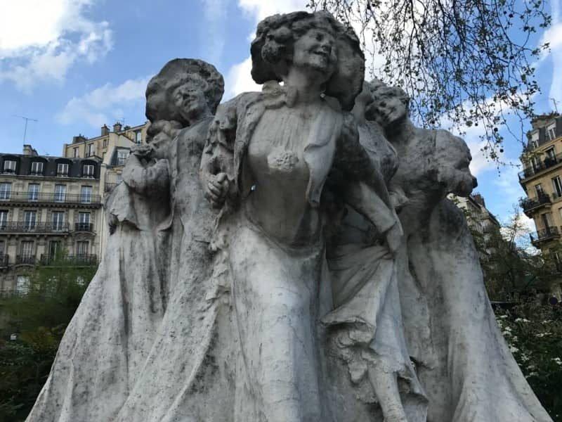 פסל הפועלות בגן מונתולון. צילם: צבי חנוב