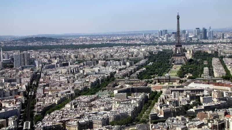 הנוף של פריז דרך מגדל מונפרנאס