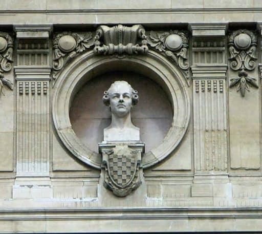 פסלו של פרנסואה פילידור בחזית בניין האופרה של פריז (אופרה גרנייה). מקור צילום ויקיפדיה.