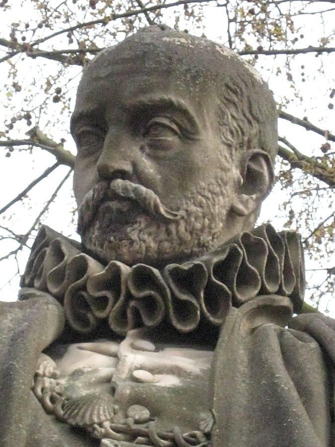 פסלו של מונטן - מקור צילום ויקיפדיה