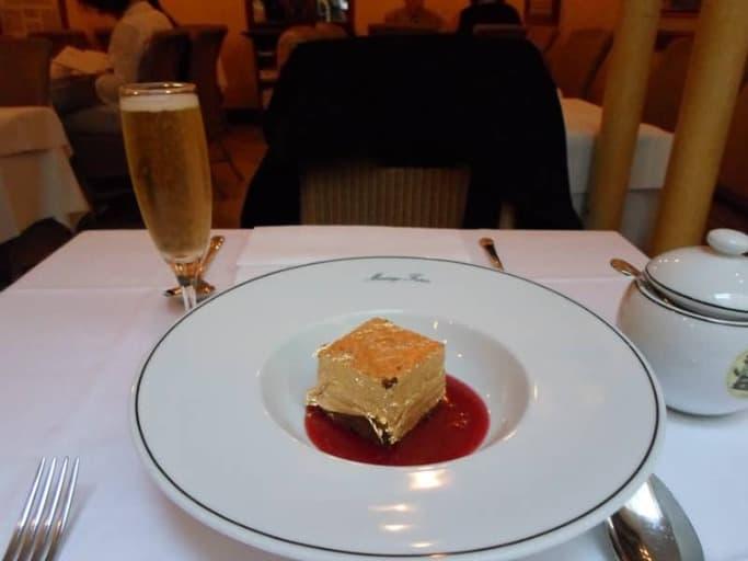עוגה מצופת זהב ב Mariage Frères