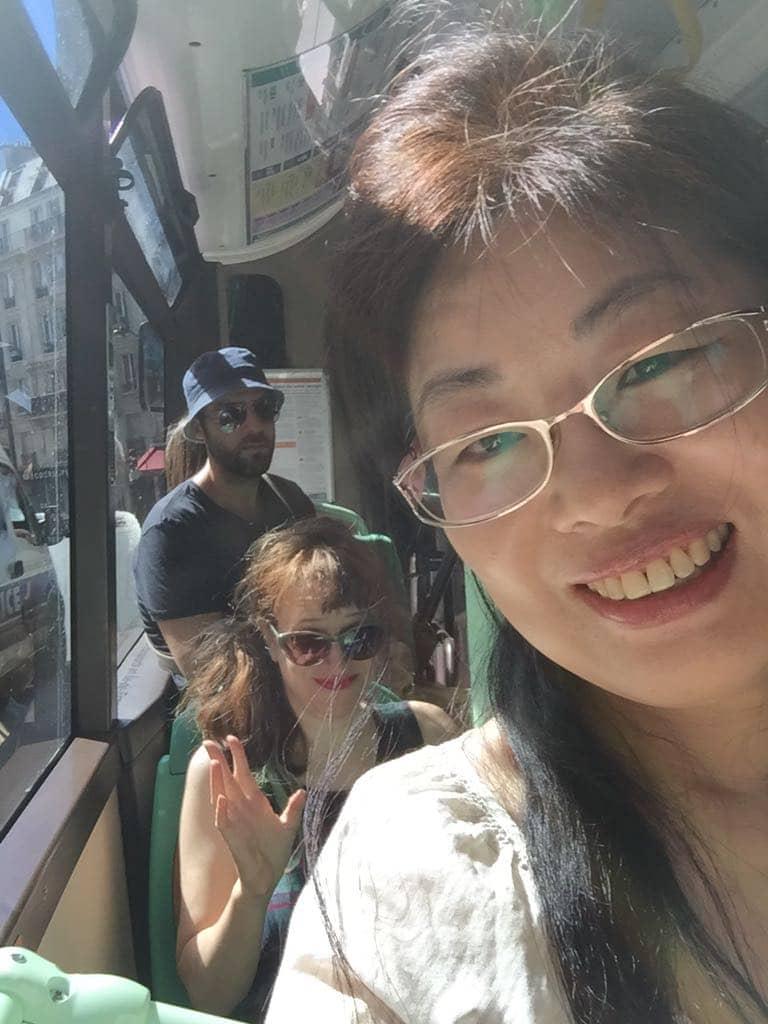 שמש ואני באוטובוס בפריז