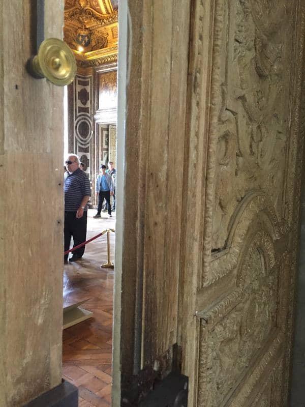 מבט ממדרגות לואי-פיליפ אל סלון דיאנה