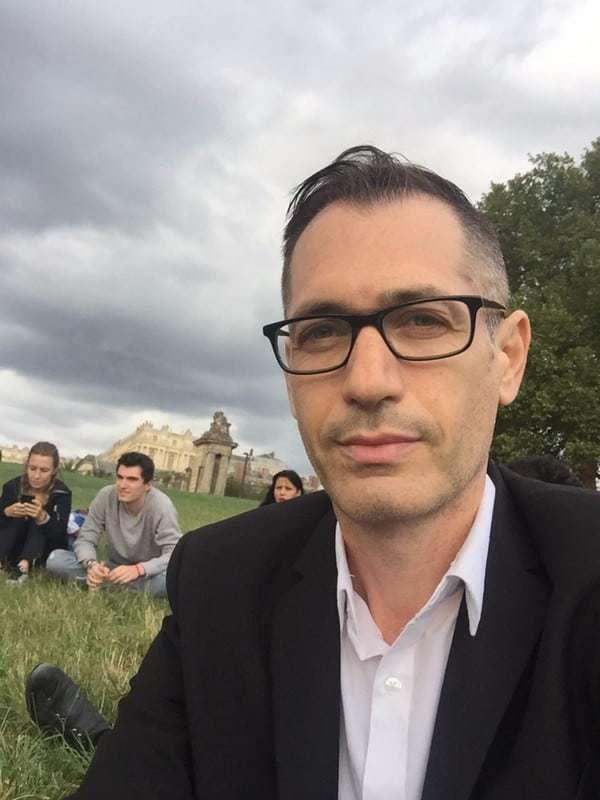 רונן סאס במפגש סיום העבודה בארמון ורסאי