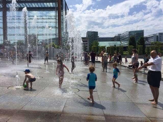 ילדים משחקים בפארק אנדרה סיטרואן