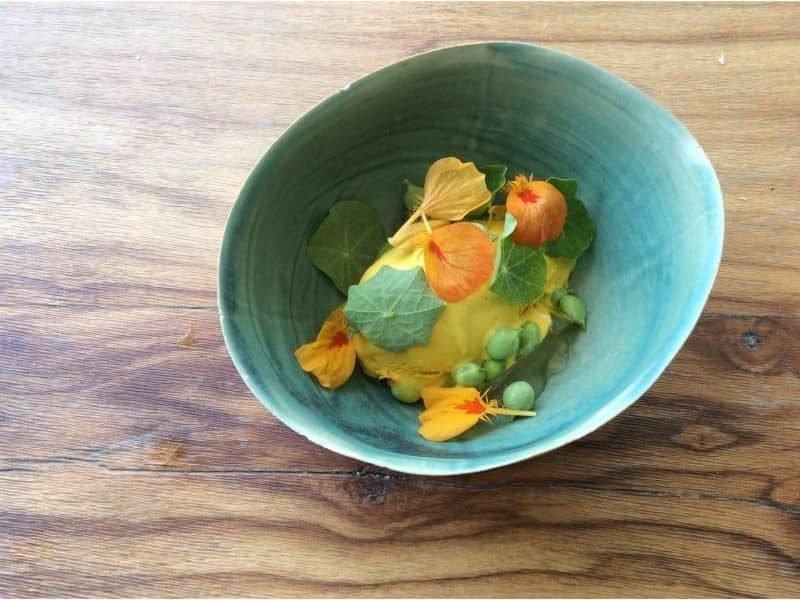 ירקות, פרחים וגלידת כובע הנזיר