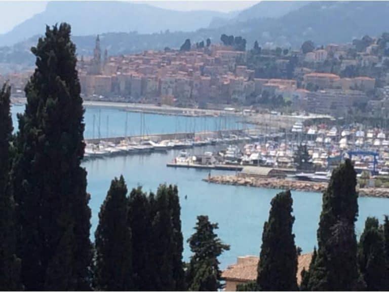 """שירת העשבים על גבול איטליה: פרק מתוך ספרו של אביטל ענבר """"50 התענוגות של פרובאנס"""""""